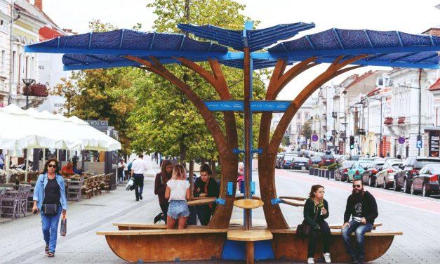 """Un nou tip de """"arbore"""" la Cluj – acesta încarcă gratuit dispozitivele mobile"""