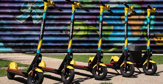 Start-up-ul românesc Splash trece pragul de 1000 de trotinete colorate pe străzile Bucureștiului